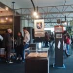 Entrée der Ausstellung während der Eröffnung am 30. April 2011. Foto: hmf, P. Welzel