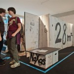 Nachbau einer Original-Wohnung im Ostend aus Pappe: 28qm, 360€, 1-ZKB. Ausstellungsbeitrag vom Jugendladen Bornheim. Foto: hmf, P. Welzel